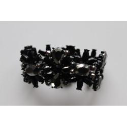 Mustade kristallide käevõru